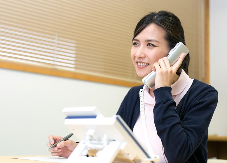まずはご相談ください。ご相談は電話でも外来でも、どちらでもかまいせん。             患者様ご本人、ご家族様、ケアマネージャー様、病院・施設の相談員様など             どなたからのご相談でもお待ちしております。